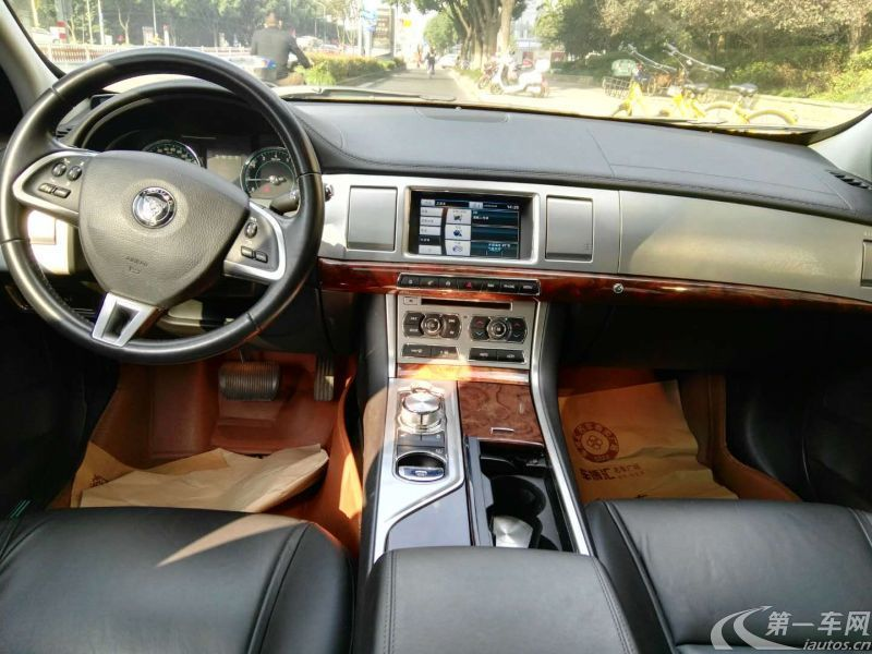 捷豹XF [进口] 2013款 2.0T 自动 豪华版