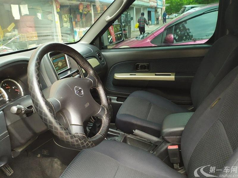 日产帕拉丁 XE 2013款 2.4L 手动 四驱 舒适型 (国Ⅳ)