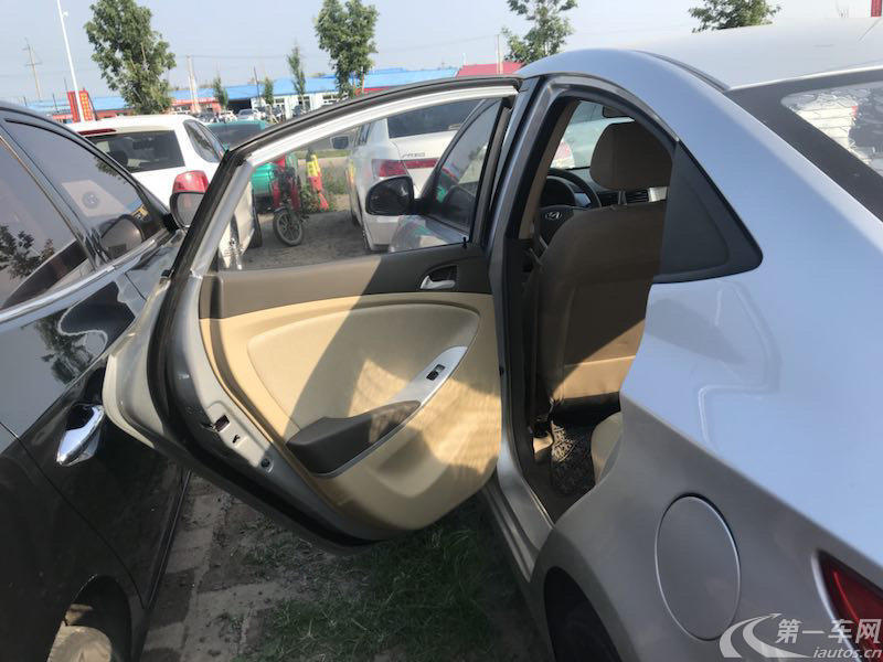 现代瑞纳 2010款 1.4L 手动 4门5座三厢车 舒适型 (国Ⅳ)
