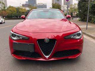 阿尔法罗密欧Giulia 2.0T 自动 豪华版