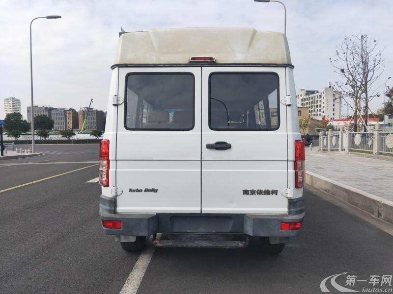 依维柯依维柯 2017款 2.5T 手动 客车低顶6座 (国Ⅴ)